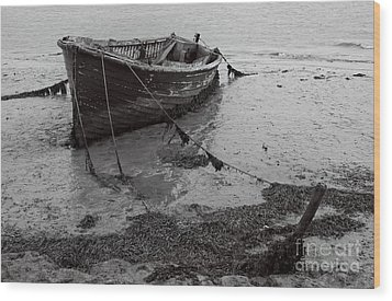 Orford Wreck Wood Print by Darren Burroughs