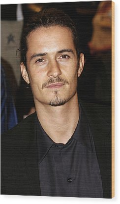 Orlando Bloom At Arrivals Wood Print by Everett