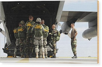 Paratroopers Gather Around The Back Wood Print by Stocktrek Images