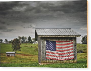 Patriotic Shed Wood Print by Kathy Jennings