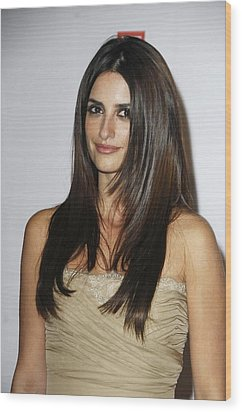 Penelope Cruz At Arrivals For The Wood Print by Everett