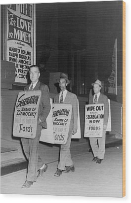 Pickets Protest In Front Of Baltimores Wood Print by Everett