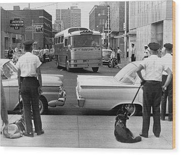Policemen Watch As Freedom Riders Wood Print by Everett