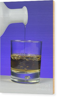 Pouring Oil Into Vinegar Wood Print by Photo Researchers, Inc.