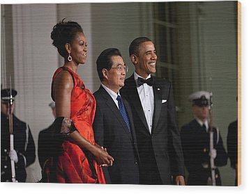 President And Michelle Obama Welcome Wood Print by Everett