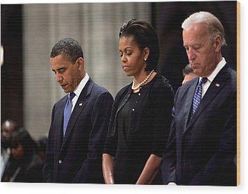 President Barack Obama First Lady Wood Print by Everett