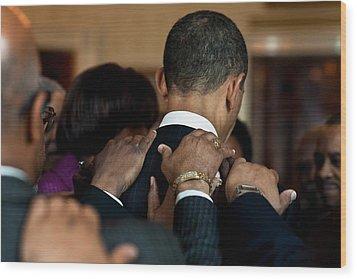 President Barack Obama Prays Wood Print by Everett
