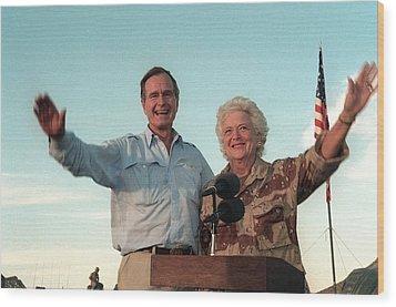 President George Bush And Barbara Bush Wood Print by Everett