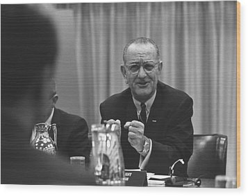President Lyndon Johnson Gesturing Wood Print by Everett