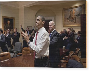 President Obama And Vp Biden Applaud Wood Print by Everett