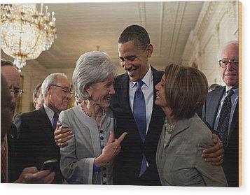 President Obama Embraces Health Wood Print by Everett