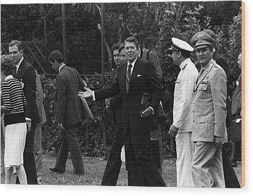 President Reagan Gestures To Members Wood Print by Everett