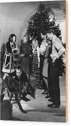 President Richard Nixon And Family Wood Print by Everett