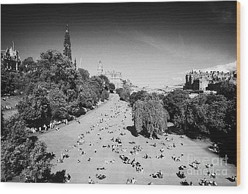 Princes Street Gardens On A Hot Summers Day In Edinburgh Scotland Uk United Kingdom Wood Print by Joe Fox