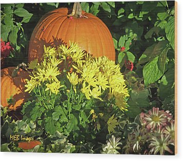 Pumpkins And Mums Wood Print