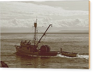 Wood Print featuring the photograph Purse Seine Departure by Lorraine Devon Wilke