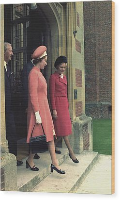 Queen Elizabeth And First Lady Pat Wood Print by Everett