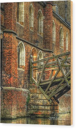 Queens' College And Mathematical Bridge Wood Print by Yhun Suarez