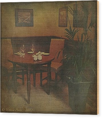 Quiet Nook In Hotel Dining Room Wood Print