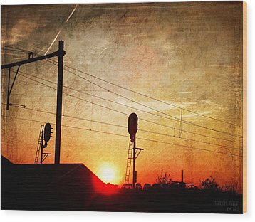 Railroad Sunset Wood Print by Yvon van der Wijk