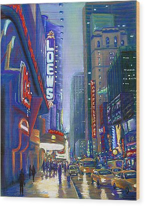 Rainy Reflections In Times Square Wood Print by Li Newton