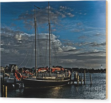 Ready To Sail Wood Print by Ronald Lutz