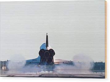 Rear View Of The Landing Of The Space Shuttle Wood Print by Stockbyte