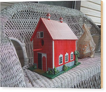 Red Barn Bird House Wood Print by Gordon Wendling