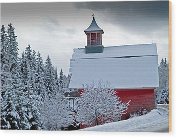 Red Barn Veemont Wood Print