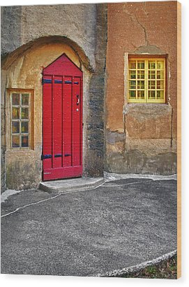 Red Door And Yellow Windows Wood Print by Susan Candelario