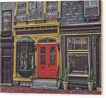 Red Door On Belvue Wood Print by Boyd Alexander