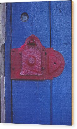Red Latch Wood Print by Bob Whitt