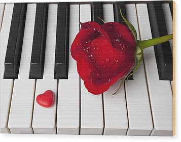 Red Rose And Candy Heart Wood Print by Garry Gay