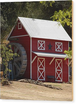 Red Star Barn Wood Print by Holly Blunkall