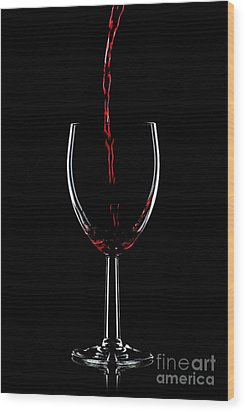 Red Wine Pouring Wood Print by Richard Thomas