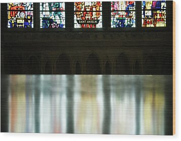 Reflecting On The Beauty Of Canterbury Cathedral Wood Print by Lisa Knechtel