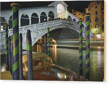 Rialto Bridge Over The Grand Canal Wood Print by Jim Richardson