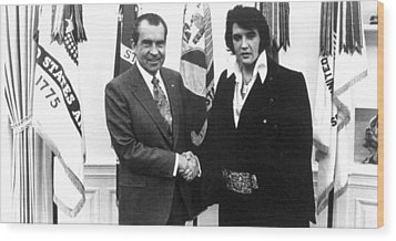 Richard Nixon Meets With Elvis Presely Wood Print by Everett
