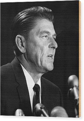 Ronald Reagan At A Press Conference Wood Print by Everett