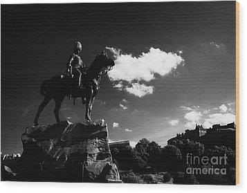 Royal Scots Greys Boer War Monument In Princes Street Gardens With Edinburgh Castle In The Backgroun Wood Print by Joe Fox
