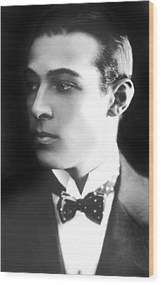 Rudolph Valentino, Ca 1921 Wood Print by Everett