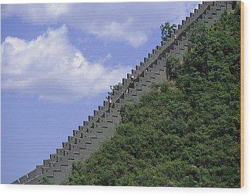 Runners In The Great Wall Marathon Wood Print by Michael S. Yamashita