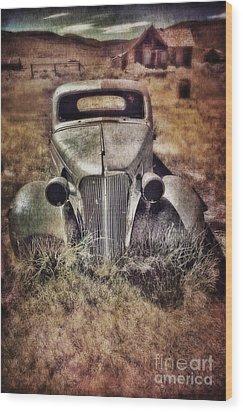 Rusty Car  Wood Print by Jill Battaglia