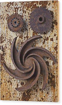 Rusty Gears Wood Print by Garry Gay