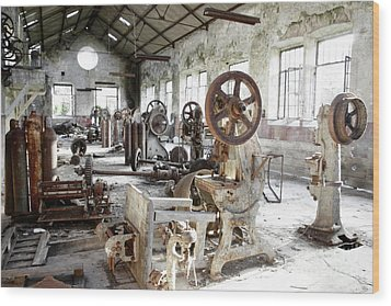 Rusty Machinery Wood Print by Carlos Caetano