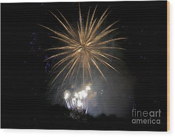 Wood Print featuring the photograph Rvr Fireworks 1 by Mark Dodd