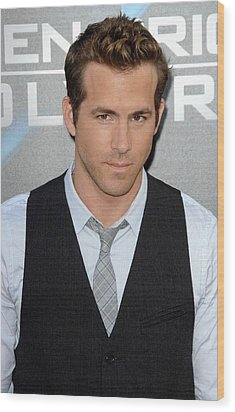 Ryan Reynolds At Arrivals For L.a Wood Print by Everett