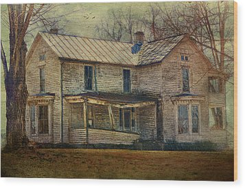 Saggy Porch Wood Print by Kathy Jennings