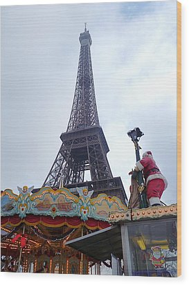 Santa Visits The Eiffel Tower Wood Print by Amelia Racca