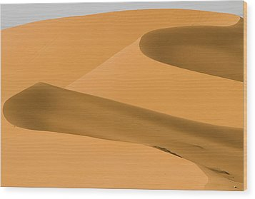 Saudi Sand Dune Wood Print by Universal Stopping Point Photography